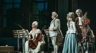 La Comtesse (Sophie Belloir), le Comte (Jean-Vincent Blot), Louise (Dima Bawad), Adolf (Carlos Natale) (JEAN-MARIE JAGU   JMEULAJAG)