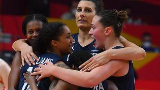 Les Bleues peuvent savourer, elles sont en finale de l'EuroBasket pour la cinquième fois consécutive. (JOSE JORDAN / AFP)
