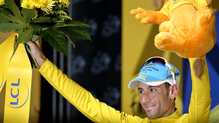 Vincenzo Nibali et son maillot jaune à l'arrivée de la 7e étape du Tour de France, vendredi 11 juillet à Nancy (ERIC LALMAND / BELGA MAG)