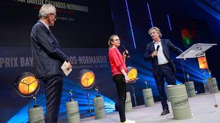 La journaliste Margaux Benn, le 9 octobre 2021, lors de la remise du prixBayeux-Calvados. (SAMEER AL-DOUMY / AFP)