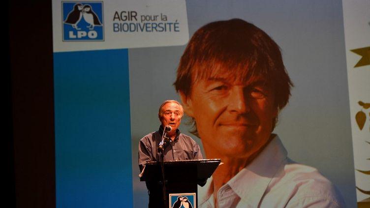 Allain Bougrain-Dubourg, le président de la Ligue de protection des oiseaux, lors d'une conférence à Chatelaillon-Plage (Charente-Maritime), le 1er juillet 2017. (XAVIER LEOTY / AFP)