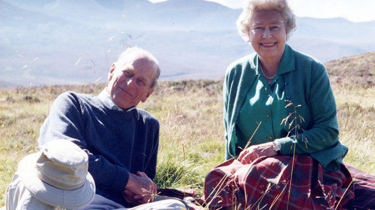 Le prince Philip et la reine Elizabeth II en Ecosse en 2003 (THE COUNTESS OF WESSEX / BUCKINGHAM PALACE)