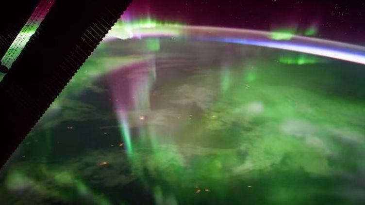 Capture écran de la vidéo sur l'aurore boréale filmée par l'astronaute italien Paolo Nespoli, et diffusée sur YouTube le 23 septembre 2017. (ESA)