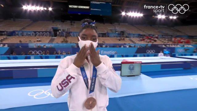 Ovation sur le podium pour Simone Biles.La quadruple championne olympique, s'offre le bronze pour son retour dans la compétition en poutre d'équilibre. En 2016, elle avait déjà gagné le bronze dans cette épreuve.