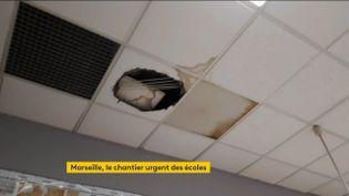 Illustration du délabrement d'une école à Marseille (FRANCEINFO)