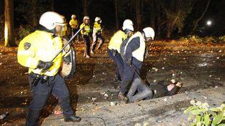 """La police anti-émeutes est intervenue vendredi 21 septembre 2012 dans la commune de Haren (Pays-Bas), pour mettre fin à une soirée """"Projet X"""". (CATRINUS VAN DER VEEN / MAXPPP)"""