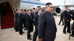 Le leader nord-coréen Kim Jong-un à son arrivée à l'aéroport de Singapour, le 10 juin 2018, sur une photo prise par le ministre des Communications et de l'Information singapourien. (TERENCE TAN / AFP)