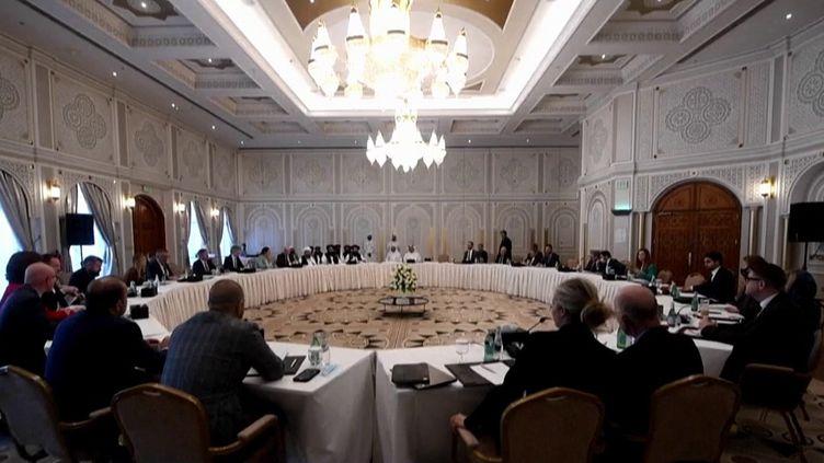 Diplomatie : les Occidentaux doivent-ils aider les talibans ? (Capture d'écran franceinfo)