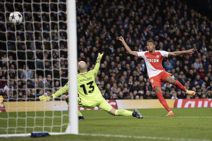 Face à Manchester City, Kylian Mbappé inscrit son premier but en Ligue des Champions (OLI SCARFF / AFP)