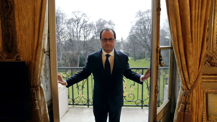 François Hollande dans son bureau à l'Elyséele 24 février 2015. (PHILIPPE WOJAZER / AP / SIPA)