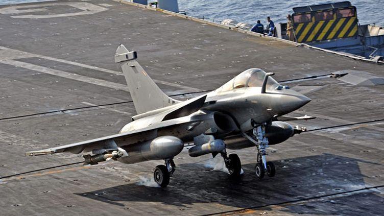(Les Rafale ont largué leurs premières bombes en Irak, deux jours après l'engagement du porte-avions Charle de Gaulle © MaxPPP)
