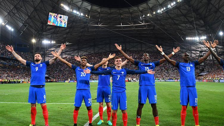 La joie des Français après leur victoire sur l'Allemagne en demi-finale de l'Euro le 7 juillet 2016 au Stade Vélodrome de Marseille. (FRANCK FIFE / AFP)