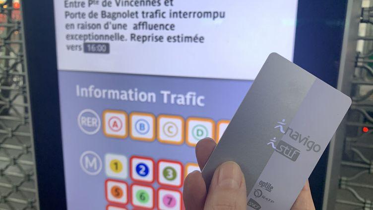 Le pass Navigo des Franciliens est remboursé pour le mois de décembre (illustration). (AUR?LIE AUDUREAU / MAXPPP)