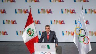 Thomas Bach, le président du Comité international olympique, doit voter avec les autres membres du CIO mercredi 13 septembre, à Lima au Pérou, pour attribuer les Jeux olympiques de 2024 et 2028. (FABRICE COFFRINI / AFP)