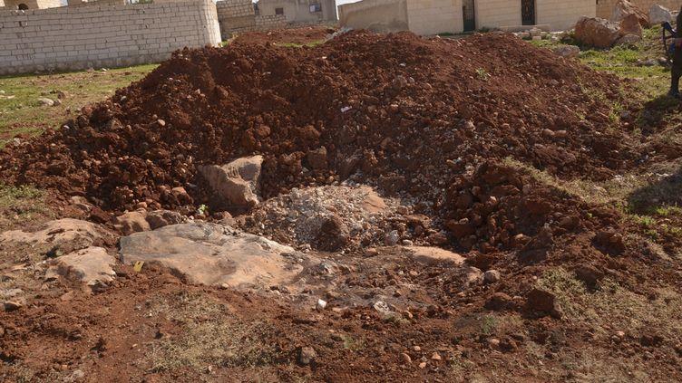 Un site bombardé, près d'Alep (Syrie) où la rébellion aurait aussi utilisé des armes chimiques, selon l'armée syrienne, le 23 mars 2013. (GEORGE OURFALIAN / REUTERS)