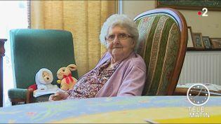 Une personne âgée du foyer-logement. (France 2)