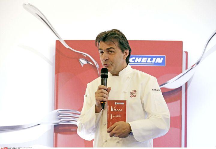 Yannick Alléno reçoit les trois étoiles du guide Michelin avec le Pavillon Ledoyen, le 2 février 2015. (FRANCOIS MORI/AP/SIPA)