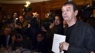 """Pierre Lemaitre lors de la remise du Prix Goncourt 2013, pour son roman """"Au revoir la-haut"""", le 4 novembre 2013, chez Drouant  (ERIC FEFERBERG / AFP)"""