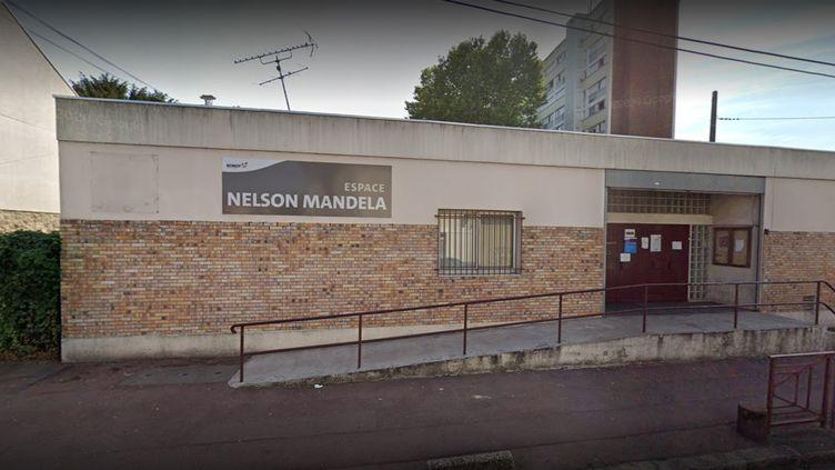 Les tirs ont eu lieu à travers la boîte aux lettres de l'Espace Nelson-Mandela, à Bondy (Seine-Saint-Denis). (GOOGLE STREET VIEW)