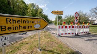 La frontière entre l'Allemagne et la France, fermée à hauteur deBeinheim (Bas-Rhin), le 17 avril 2020. (PICTURE ALLIANCE / AFP)