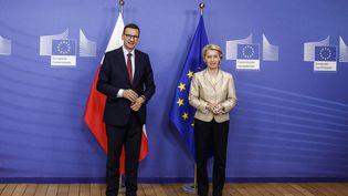 La Présidentede la Commission europeenne Ursula Von der leyen rencontre le Premier Ministre polonais Mateusz Morawiecki, le 13 juillet 2021 à Bruxelles. (VALERIA MONGELLI / HANS LUCAS / AFP)