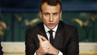 """Emmanuel Macron, ici lors de ses voeux le soir de la Saint-Sylvestre, a promis le lendemain que les coupables du lynchage """"lâche et criminel"""" des policiers seraient retrouvés et punis. (ETIENNE LAURENT / AFP)"""