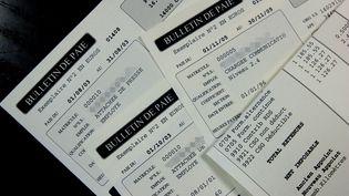 Photos de fiches de salaire le 18 janvier 2006. (MYCHELE DANIAU / AFP)