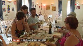 Les restaurants n'arrivent plus à recruter. (FRANCE 2)