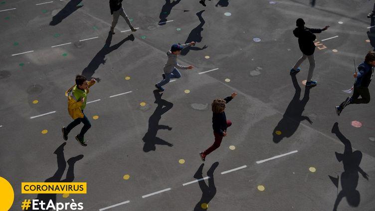 Une cour d'école à Paris, le 14 mai 2020. (FRANCK FIFE / AFP)