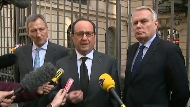 Hollande signe le registre de condoléances de l'ambassade de Belgique à Paris
