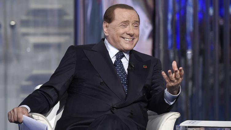 Silvio Berlusconi participe à une émission de télévision, le 26 mai 2015, à Rome (Italie). (LUIGI MISTRULLI/SIPA)