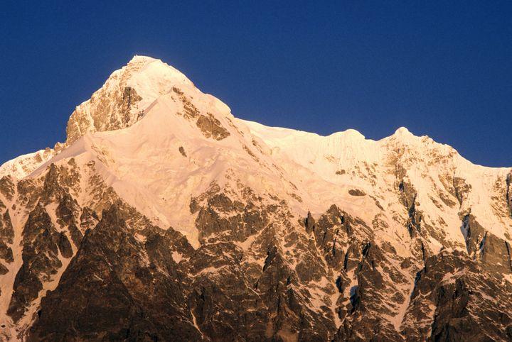Le versant nord du Nanga Parbat, le Rakhiot, observé depuis le camp de base, le 13 juillet 2006. (GUIZIOU FRANCK / HEMIS.FR / AFP)