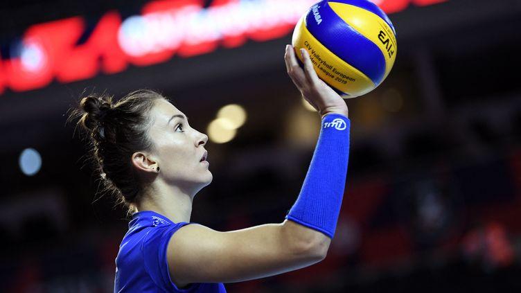 Héléna Cazaute lors du match du championnat d'Europe de volley de la France face à la Grèce, le 24 août 2019. (JULIEN CROSNIER / AFP)