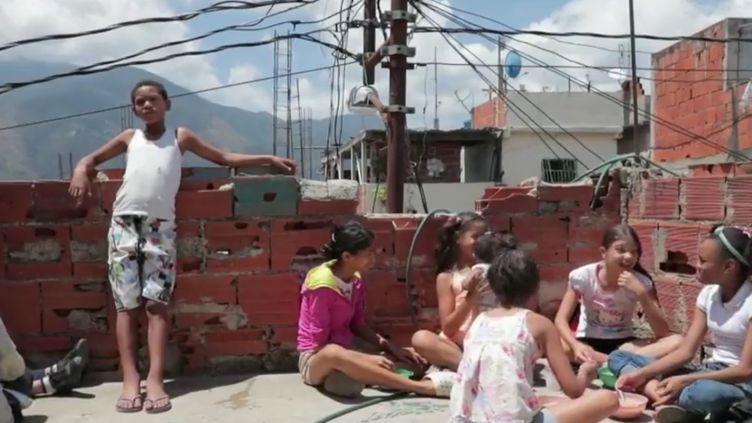 Au Venezuela, la crise a entraîné une inflation telle que la population ne peut plus manger à sa faim. (FRANCE 2)