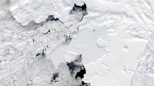Le glacier de Pine Island, photographié par la Nasa,à l'ouest de l'Antarctique, recule d'une dizaine de kilomètres depuis les années 2000 - novembre 2013 (NASA / SIPA)