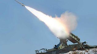 Tir de missile balistiqueenCorée du Nord, selon une image diffusée par l'agence de presse officielle le 20 mars 2013. (KCNA / AFP)