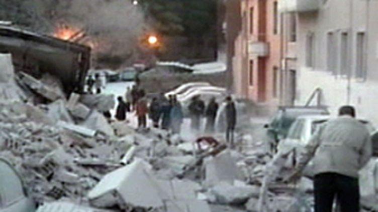 Scène de désolation à L'Aquila, après le séisme (06/04/2009) (© France 2)