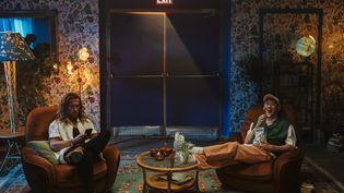 """Les chanteurs Julien Doré et Eddy de Pretto sur le tournage du clip de leur duo """"Larme fatale"""" (2021). (GOLEDZINOWSKI)"""