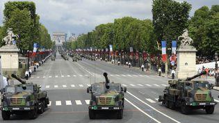 Les Caesar (Camion équipé d'un système d'artillerie) sont des canons de 155 mm, montés sur camion. En voici lors du défile du 14-Juillet, en 2012. (BERTRAND GUAY / AFP)
