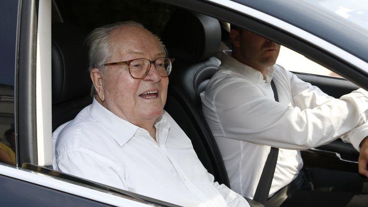 Jean-Marie Le Pen arrive au siège du Front national, le 3 juillet 2015, à Nanterre (Hauts-de-Seine). (THOMAS SAMSON / AFP)