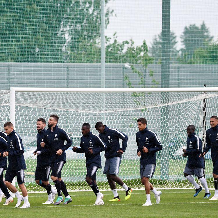 L'équipe de France à l'entraînement, le 11 juin 2018 à Istra (Russie). (FRANCK FIFE / AFP)