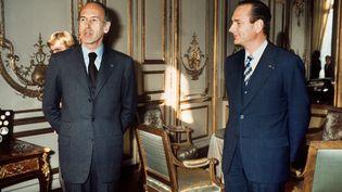 Le président de la République Valéry Giscard d'Estaing et son Premier ministre, Jacques Chirac, à l'Elysée, le 24 décembre 1974. (AFP)
