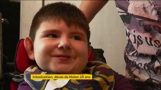 Nolan, 10 ans, est mort après avoir été intoxiqué à 2 ans par la bactérie E. Coli (FRANCEINFO)