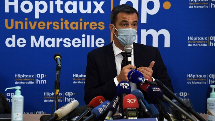 Le ministre de la Santé, Olivier Véran, lors d'une conférence de presse à Marseille, le 25 septembre 2020. (CHRISTOPHE SIMON / AFP)