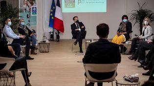 Le président de la République, Emmanuel Macron, le 5 janvier 2021 à Tours (Indre-et-Loire). (LOIC VENANCE / AFP)