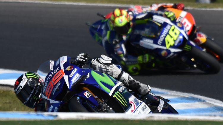 Jorge Lorenzo et Valentino Rossi (Yamaha) se livrent une lutte sans merci pour le titre mondial MotoGP (PAUL CROCK / AFP)