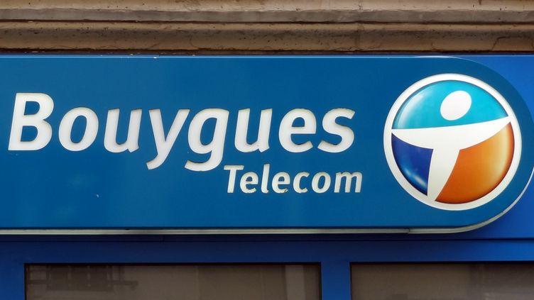 Bouygues Telecom va récupérer les 300 000 abonnés de téléphonie fixe et les 40 000 abonnés mobile de Darty. (CHARLES PLATIAU / REUTERS)