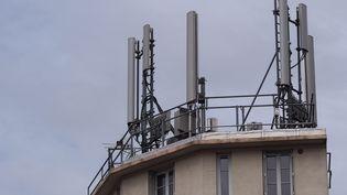 Une antenne-relais pour la téléphonie, à Gentilly (Val-de-Marne), le 7 septembre 2013. (  MAXPPP)