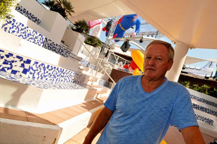 Le propriétaire de l'Amnesia au Cap d'Agde (Hérault), André Boudou, dans sa boîte de nuit, le 1er juillet 2015. (SYLVIE CAMBON / MAXPPP)