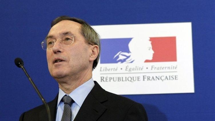 Le ministre de l'Interieur, Claude Guéant tient un point presse à Paris, le 11 mars 2011. (AFP - Ludovic)